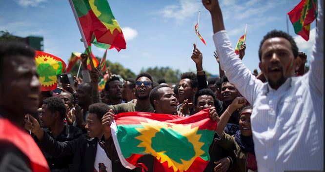 Thousands of Ethiopians hail the return of once-banned Oromo group
