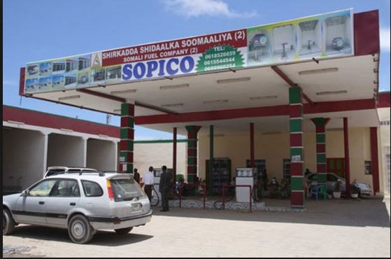 Kenyan Motorists march to buy cheap fuel from Somalia