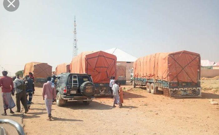 Police in Adado intercepts trucks loaded with suspected cargo